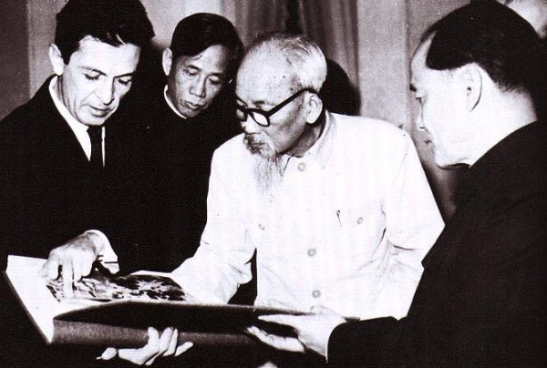 Berlinguer with Ho Chi Minh