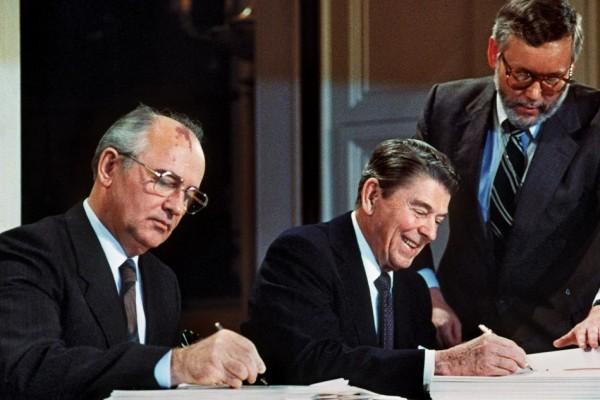 Per Sergio Romano, la firma della resa sovietica