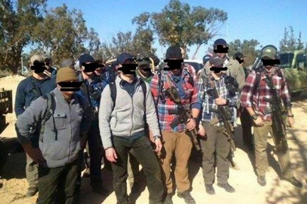 Foto di gruppo di presunte forze speciali occidentali presenti in Libia