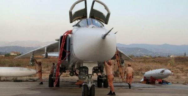 Cacciabombardiere russo nella base siriana di Latakia