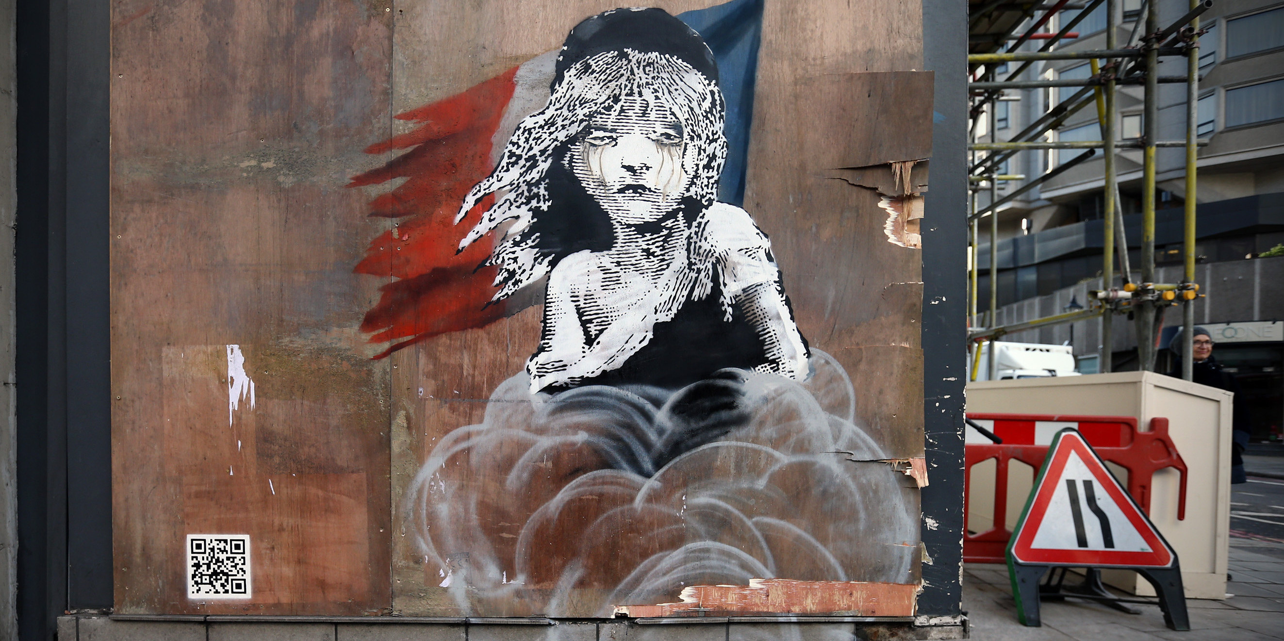 A New Banksy Appears Protesting Over The Use Of Teargas On Migrants In Calais