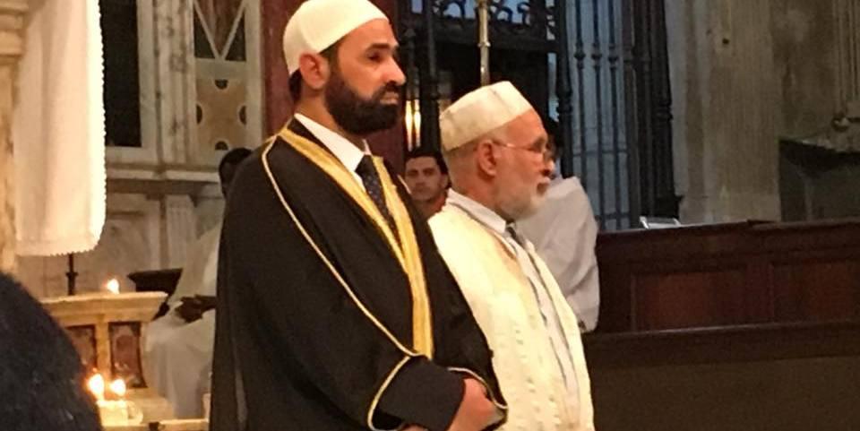 """Gli Imam di Roma nella Basilica di S. Maria in Trastevere in ricordo e onore di Padre Jaques ucciso a Rouen. Un grande gesto insieme alla Comunita di S. Egidio. """"L'attentato e' stato compiuto con il Allahu Akbar, preghiera nostra, un abuso tremendo"""". """"Noi condanniamo totalmente questo e tutti gli altri atti terroristici, sono nemici dell'Islam!"""""""
