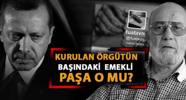 L'ex generale Adnan Tanriverdi sulla destra, incaricato di islamizzare l'esercito turco