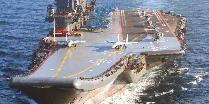 La portaerei Ammiraglio Kuznetsov davanti alle coste siriane
