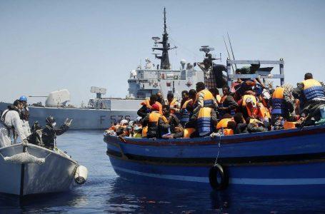 Bufera 'invasione' sui migranti, cambiare Triton e frenare le Ong