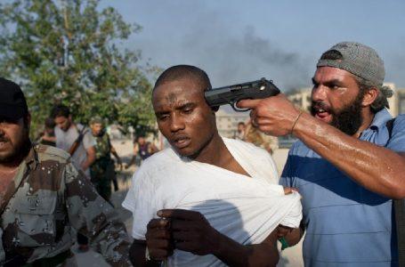 Chi comanda l'assalto dei migranti dalla Libia