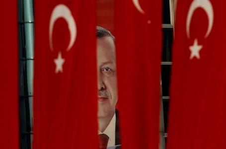 Erdogan-Ataturk facce da tirasegno alle esercitazioni Nato. Solo gaffe?