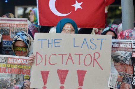 Erdogan a colpi di 'tentato golpe', tre anni di arresti a raffica