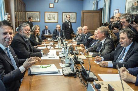 Conte, spie di casa e «Russiagate», mentre Salvini su Moscopoli…