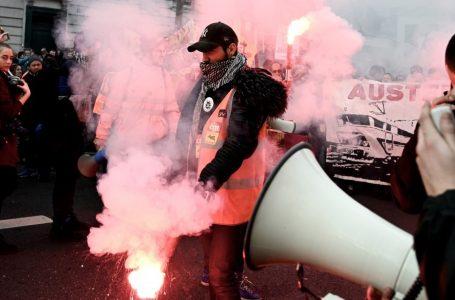 Francia protesta, non solo pensioni, lo sciopero e la cassa dei sindacati