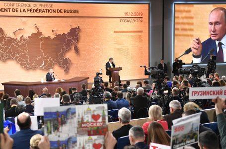Mosca attacco alla sede dell'ex Kgb e per la Russia Putin all'infinito