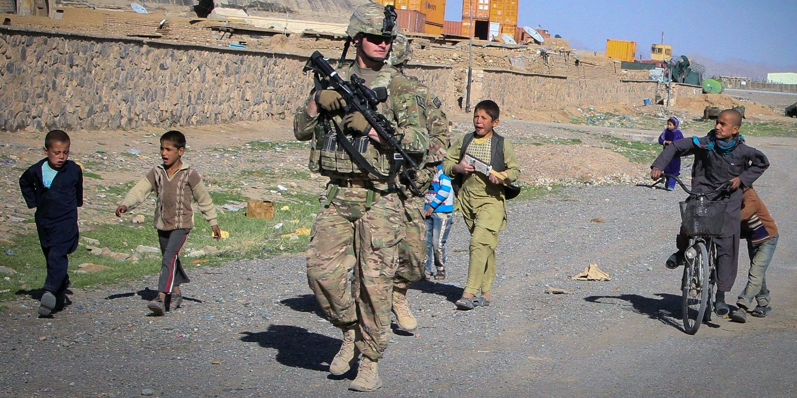 Afghanistan, 18 anni di bugie Usa, ora i soldati italiani a casa