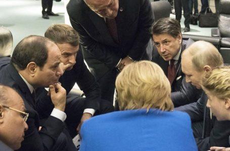 Libia a Berlino, applausi incerti, dubbi, sospetti e petrolio