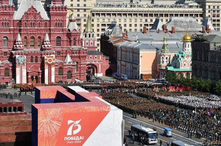 Russia, parata per la vittoria a Mosca. Putin: «Fu l'Urss a battere il nazismo» – VIDEO