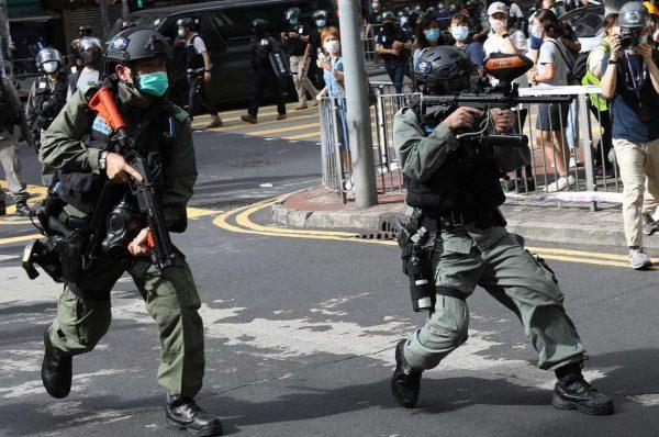 Hong Kong migliaia in piazza, scontri, oltre 300 arresti – I VIDEO