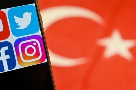 Turchia, tweet vietati contro Erdogan: in vigore la legge-bavaglio sui social