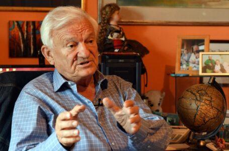 Sarajevo piange Jovan Divjak, il generale serbo che scelse l'umanità contro il nazionalismo e difese la città