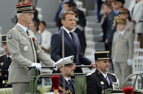 Generali 'patria e onore', come ai tempi d'Algeria, sognano il golpe per salvare la Francia