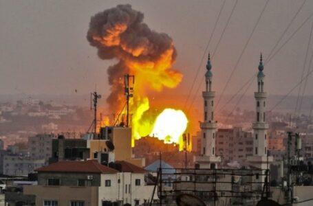 I video della follia guerra: bombe su Gaza e razzi su Israele