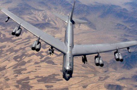 Migliaia in fuga dai combattimenti a Kandahar e gli Usa tornano a bombardare