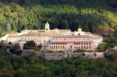I sovranisti seguaci di Steve Bannon lasciano la Certosa di Trisulti
