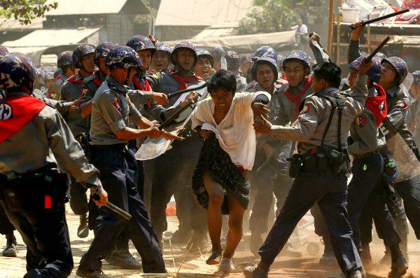 Myanmar: «guerra di difesa popolare» contro i golpisti. Legno birmano e aziende italiane complici