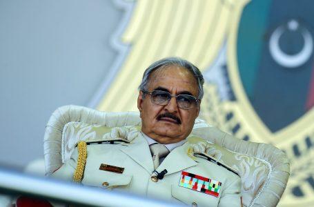 Khalifa Haftar, pausa da generale per candidarsi presidente. A Tripoli il Parlamento sfiducia il governo