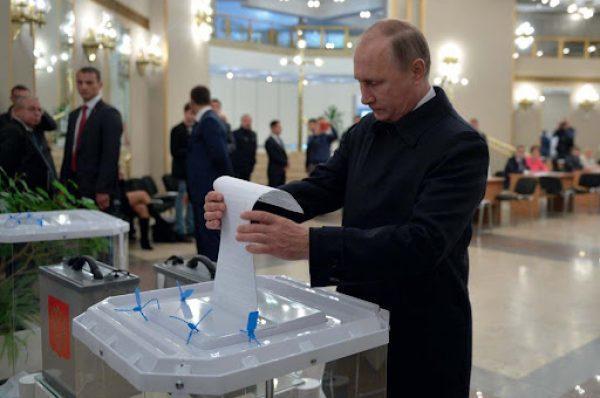 Il partito di Putin perde colpi. E il 'voto intelligente' di Navalny premia i comunisti