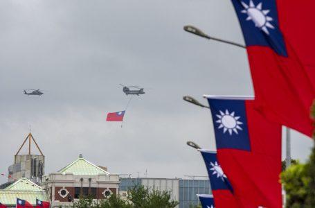 «Taiwan sarà riunificata alla Cina» avverte Xi. Allarme Usa e quel sommergibile nucleare che va sbattere